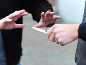Ostia, uccide il fratello a coltellate dopo una lite per i soldi: fermato 58enne