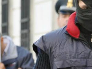 Roma, 17 arresti per estorsione con metodo mafioso: in manette anche due finanzieri