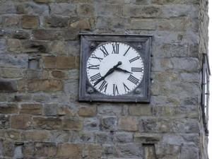 L'orologio di Amatrice, fermo all'ora del terremoto