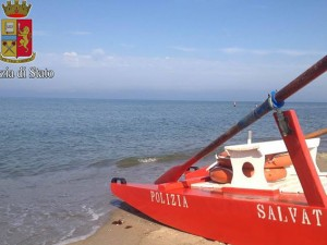 Bimba sta per annegare: salvata da poliziotto e vigile del fuoco fuori servizio