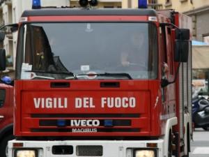 Incendio a Bracciano minaccia un oratorio: evacuati 30 bambini