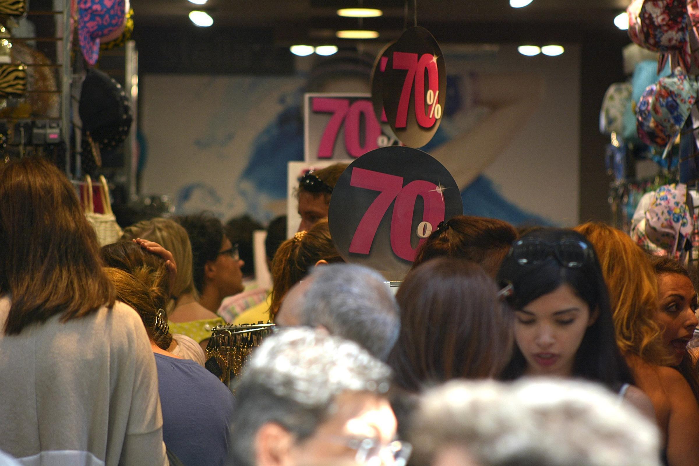 Black friday a roma super sconti incidenti sciopero dei - Black friday porta di roma ...