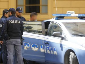 Pagano fino a 5mila euro per un posto fisso in banca: truffati 200 ragazzi
