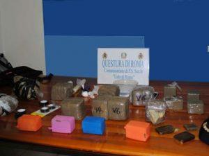 Ostia, bazar della droga in uno scantinato: 13 chili tra hashish, eroina e cocaina