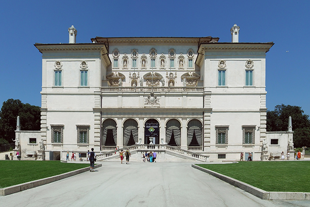Ingresso della Galleria Borghese (Wikipedia).