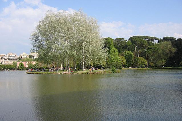 Il laghetto di Villa Ada a Roma (Wikipedia).