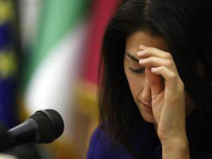 Virginia Raggi a processo per l'accusa di falso: sarà ascoltata dal giudice il 9 gennaio