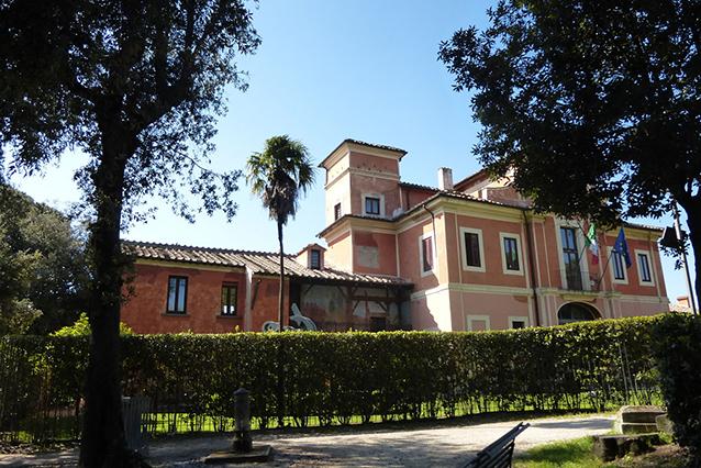 Esterno di Villa Carpegna (Wikipedia).