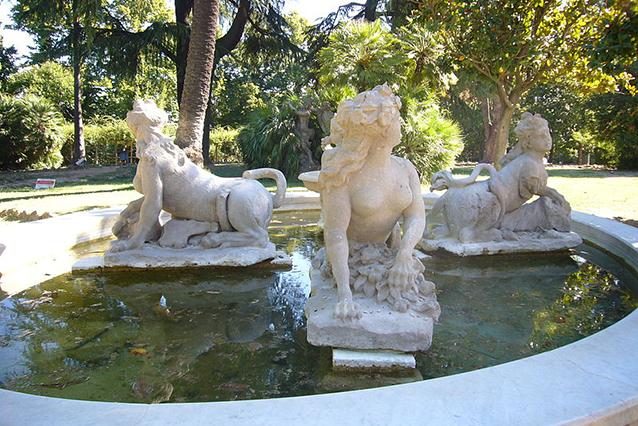 Fontana delle Sfingi di Villa Sciarra a Roma (Wikipedia).