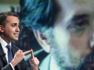 """Lo scambio di sms tra Raggi e Di Maio su Marra. Grillo: """"Giornalismo killer"""""""
