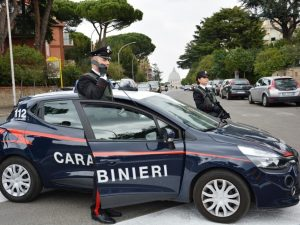 Era in auto con la famiglia a Civitavecchia: arrestato affiliato del clan camorristico Di Lauro