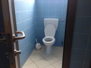 Cassino, prof costringe 12enne a pulire la pipì al bagno. La madre ...