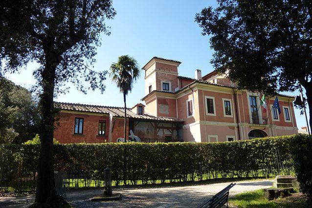 Esterno di Villa Carpegna, Roma (Wikipedia).