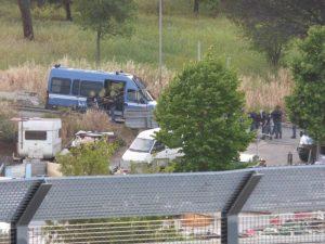 Polizia la campo rom di via Salviati