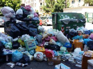 """Emergenza rifiuti, nessuno vuole la monnezza di Roma. Montino: """"Fiumicino non sarà un cassonetto"""""""