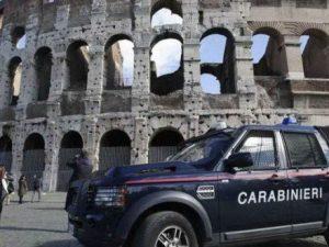 Tragedia al Colosseo, un turista austriaco si sente male e muore