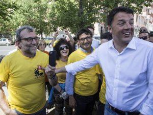"""Le magliette gialle di Renzi per ripulire Roma, Raggi: """"Chi sporca pulisce. Ma è troppo tardi"""""""