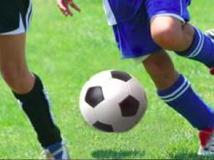 Terracina, alla partita di calcio del figlio tira fuori la pistola: Daspo per 50enne