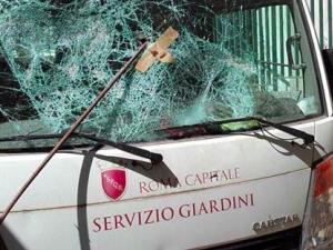 """Otto attacchi vandalici conto il Servizio Giardini in un mese. Raggi: """"Dietro c'è una regia"""""""