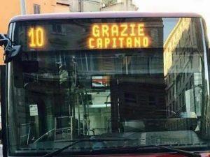 """""""Grazie Capitano"""": anche l'Atac omaggia l'addio alla Roma di Francesco Totti"""
