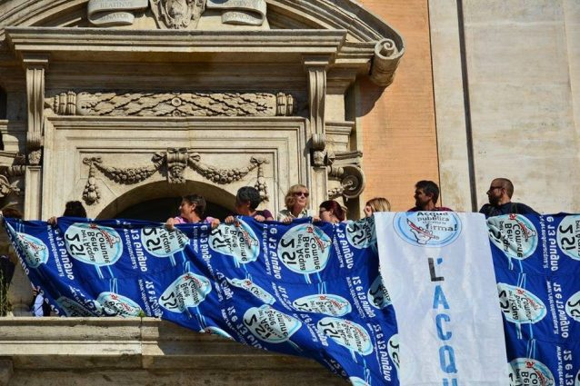 Il M5s a Roma si è scordato di quando l'acqua era un bene comune