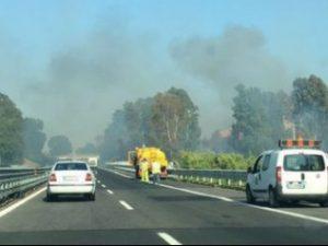 Incendio sull'autostrada Roma-Civitavecchia: traffico intenso alle porte di Roma