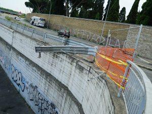 Roma, auto precipita dalla rampa della tangenziale: 4 feriti. Gravi 2 ragazzi