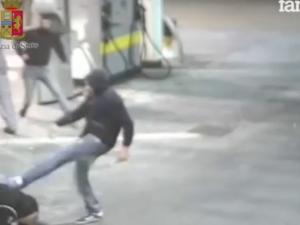Tifosi della Juve picchiati con mazze e spranghe all'autogrill: il video shock dell'aggressione