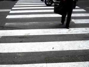 Roma, pedone investito mentre attraversa: muore un uomo di 65 anni