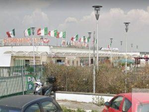 Supermercato in fiamme sulla Portuense: vigili al lavoro per tutta la notte