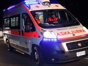 Guidonia, perde il controllo dell'auto e si schianta contro un albero: morto un 66enne