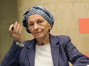 """Ai banchetti per il referendum su Atac c'è anche Emma Bonino: """"Basta bus del Medioevo"""""""