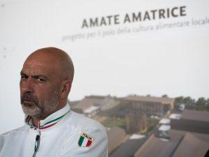 """Berlusconi pensa al sindaco di Amatrice Pirozzi per le Regionali. Lui smentisce: """"È solo fantacalcio"""""""