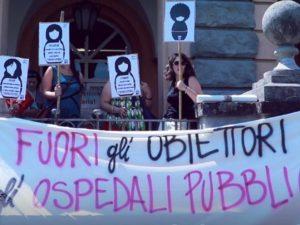 """La protesta del movimento """"Non Una Di Meno"""" fuori l'ospedale San Camillo lo scorso giugno"""