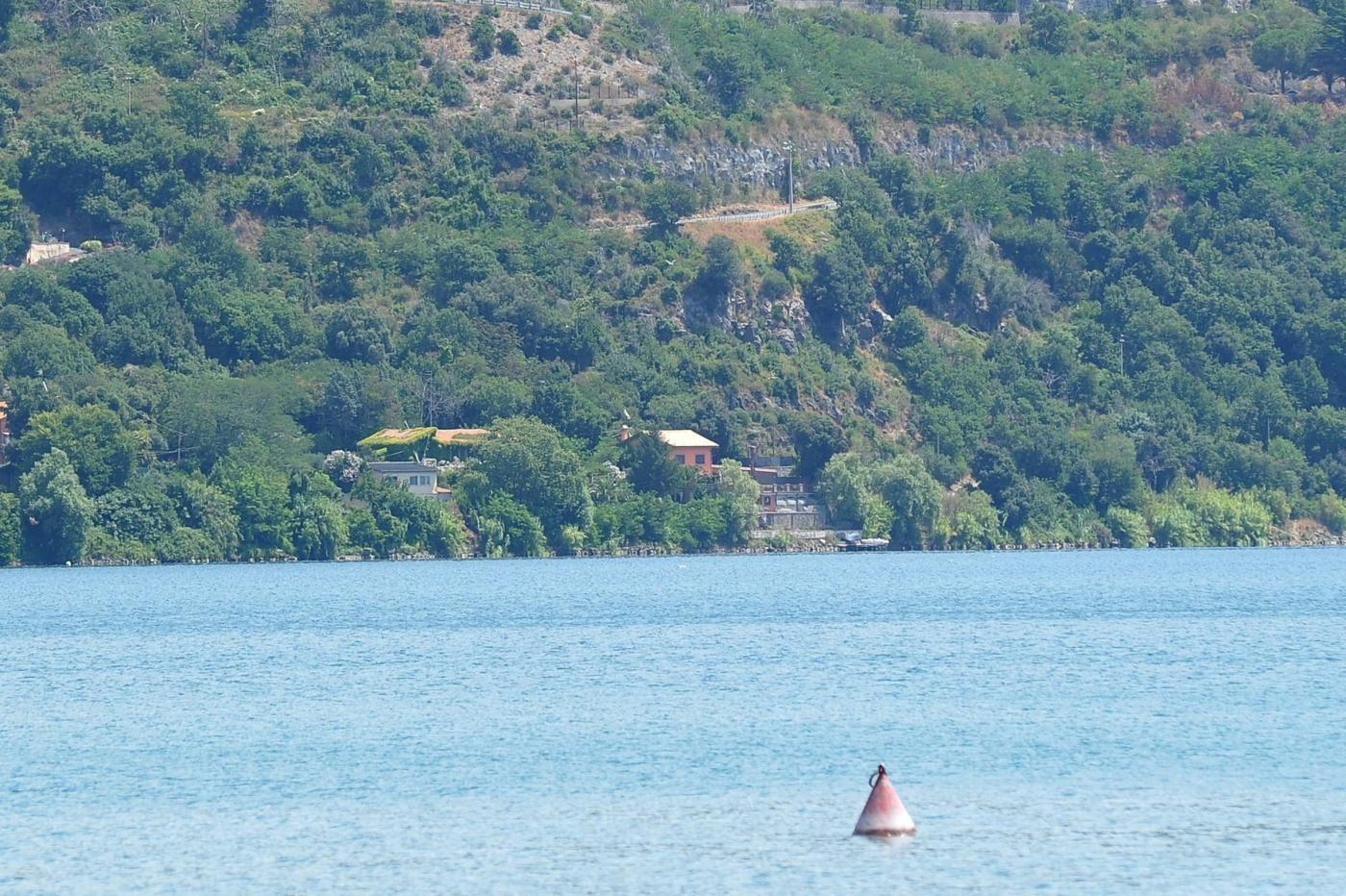 Bolle e prurito dopo il bagno nel lago di castel gandolfo la sindaca rassicura colpa delle - Prurito dopo bagno in piscina ...