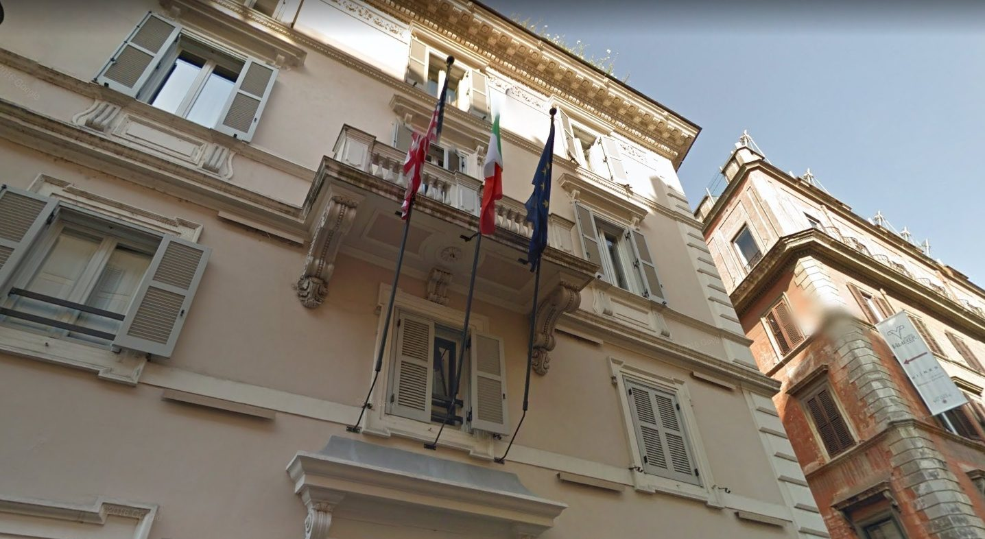 incendio all 39 hotel di lusso in via del babuino turisti