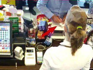 Clonavano carte di credito ai turisti, grazie a camerieri dei ristoranti del centro