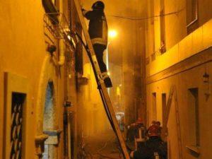 Rieti, danno fuoco ad una casa: morto un uomo di 67 anni nella sua abitazione in fiamme