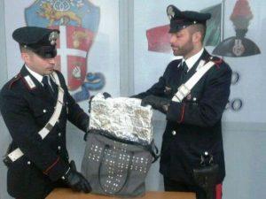 Cinecittà Due, ladro ruba 2000 euro di vestiti grazie alla borsa schermata: arrestato