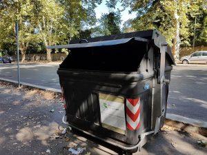 Roma, i cassonetti dei rifiuti spariranno entro il 2021. Differenziata: chi più la fa meno paga