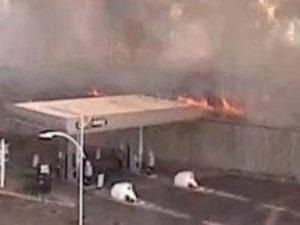 Incendio a Roma, chiusa l'autostrada A24: un distributore di benzina potrebbe scoppiare