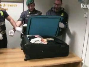 Cocaina nascosta nello yogurt e negli assorbenti: 17 arresti all'aeroporto di Fiumicino