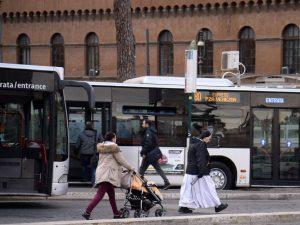 Info traffico Roma giovedì 10 agosto: GRA, mezzi pubblici e vie cittadine