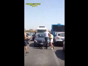 Torvaianica, scatta la rissa tra autista Atac e automobilista per un'inversione a U