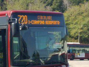 Ecco il primo autobus urbano che ferma anche all'aeroporto di Ciampino