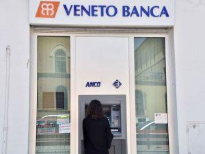 Al bancomat con la felpa in piena estate: arrestata donna in possesso di carte clonate