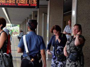 Giro di vite tra piazze e stazioni contro i 'mano lesta': arrestati 16 borseggiatori