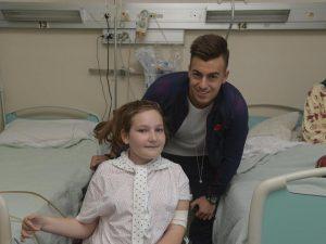 Il cuore di El Sharaawy: l'attaccante della Roma visita i piccoli pazienti dell'ospedale Sant'Andrea