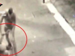 Preso a pugni e a calci in testa: morto 'Il Principe', il clochard di piazza Venezia (VIDEO)