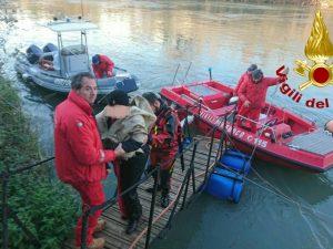 Cade nel Tevere e rischia di annegare: donna salvata dai vigili del fuoco